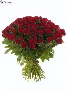 100 růží - kytice rudých růží