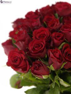 40 růží - červené růže