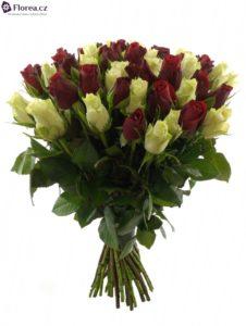 50 růží - kytice míchaných růží